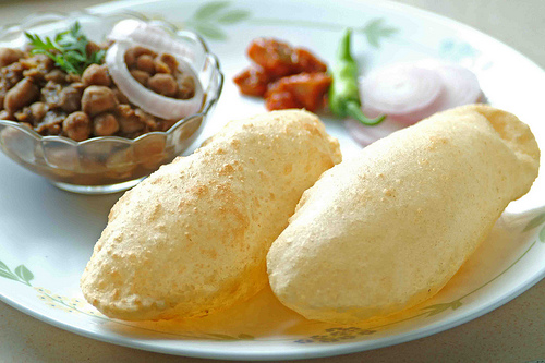 chole-bhature indian food - mashupcorner