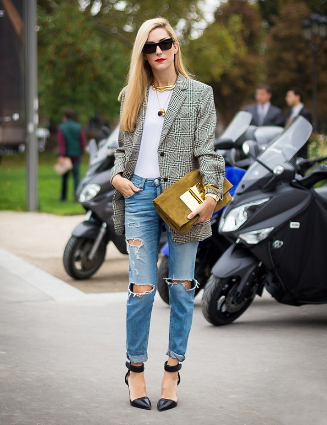 t-shirt with torn jeans and heels